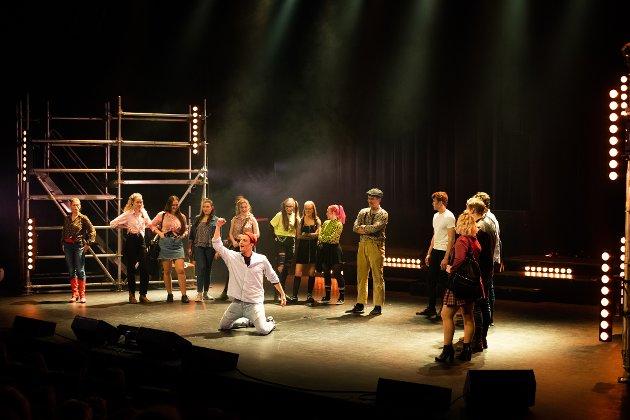 Ullensaker Teater satser stort med sin forestilling Footloose, og leverer på mye av forventningene.