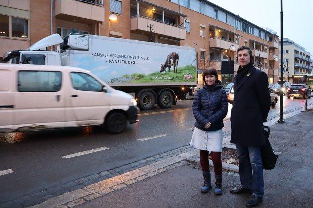 30 det nye 50: Eline Stangeland og Kristoffer Robin Haug fra Miljøpartiet de Grønne vil senke den generelle fartsgrensen i byer og tettsteder. FOTO: STINE LØKSTAD