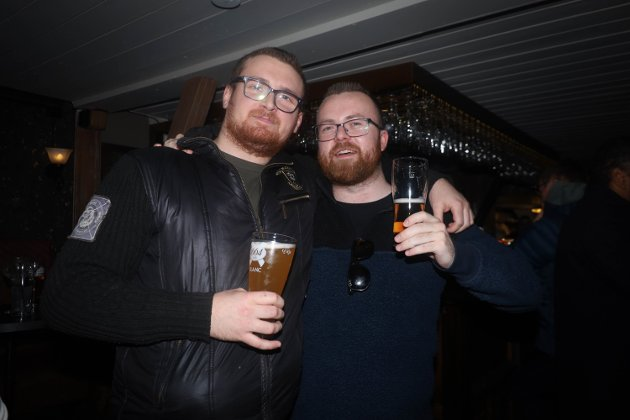 F.v: Oskar Mikkelborg og Marius Knutsmoen på Elleville pub på Jessheim.