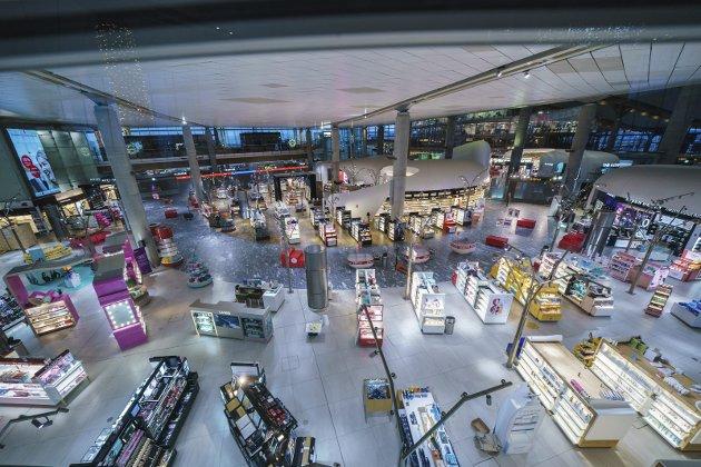 TOMT PÅ TAXFREE: Butikkene på Gardermoen er stengt av smittevernhensyn. Snart kan ordningen bli skrotet.