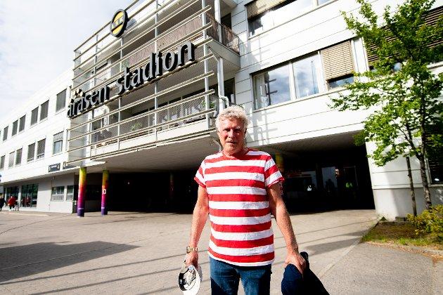 Edgar Bakke er på vei til Åråsen for å sjekke om sønnen Geir Bakke har gjort en god jobb med spillerne.