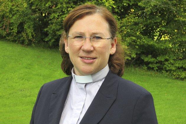 Kirken er fri: Prost Ellen Martha Blaasvær forklarer endringen  for Den Norske Kirke etter at den er ute av Staten.