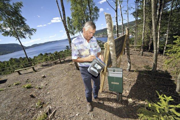 SUPERT: Foregangsmann Fred Eek ved «orografen» rett før åpningen.Foto: Henning Jønholdt