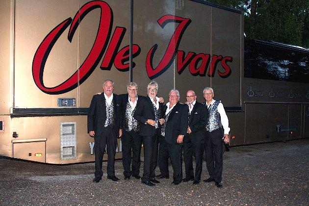 GOD STEMNING: Ole Ivars har vært Norges ledende danseband i over 50 år og er fornøyd med oppmøte på konserten på Ramton. Foto: Sevda Barazesh