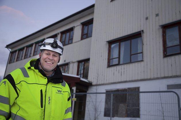SIKRES: Frydenlund skole skal rives.–Bygget er i dårlig for fatning, og vi river før det skjer en ulykke her, sier Søren Halck Johannsen.