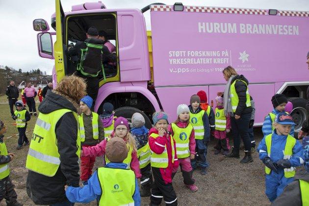 SUKSESS: Den rosa brannbilen til Hurum brannvesen har blitt en suksess – på flere måter.