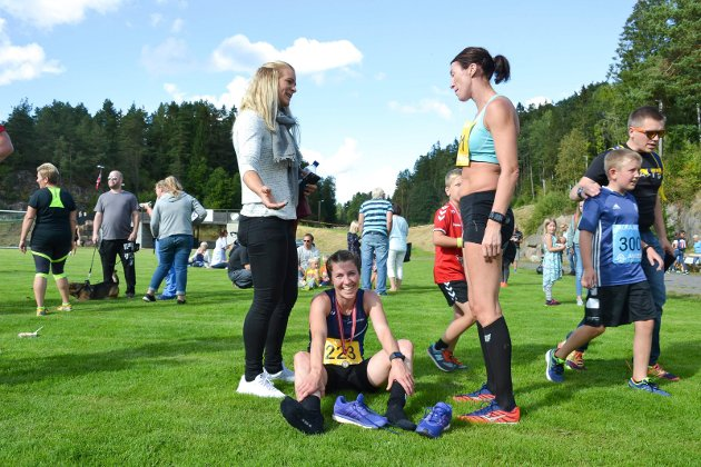 KODALMILA: Julie Wiik (32, sittende) er fornøyd etter å ha vunnet kvinneklassen på fem-kilometeren.