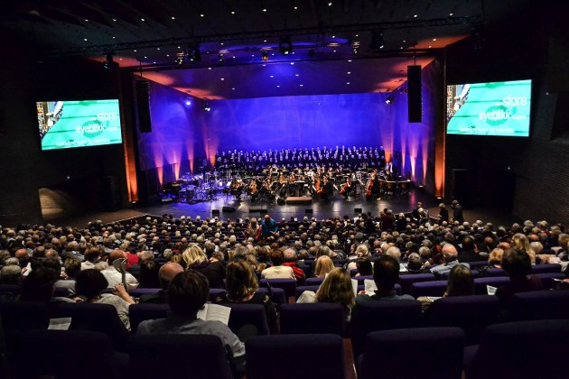 Hjertnes kulturhus var fylt til siste rad under avslutningskonserten for MiSKs kirkefestdager.
