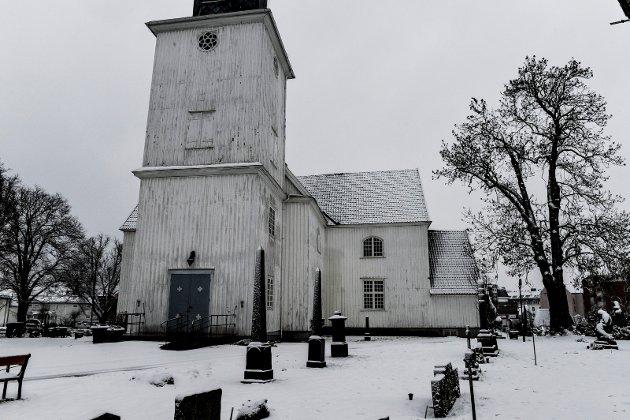 Sandar kirke forfaller....
