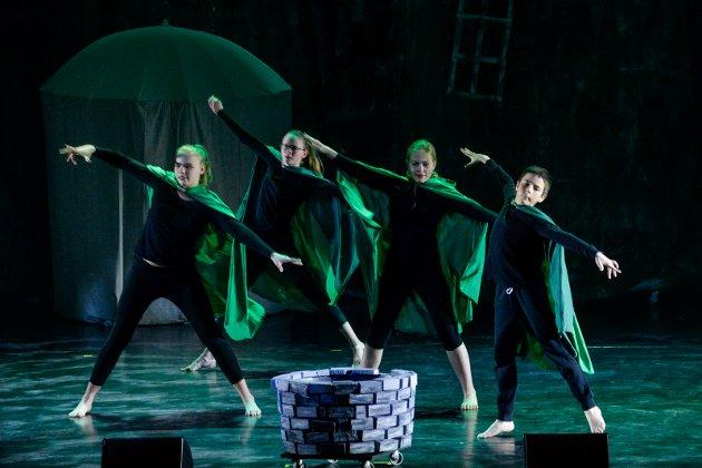 Spotlight Dansestudio med danseforestilingen om Robin Hood i Hjertnes kulturhus.
