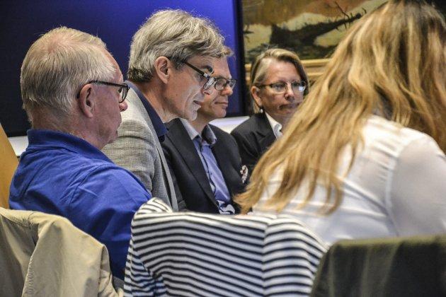 Maktarroganse: Tor Steinar Mathiassen (H) - her flankert av ordfører Bjørn Ole Gleditsch (H) - blir beskyldt for maktarroganse. Arkivfoto:  Paal Even Nygaard