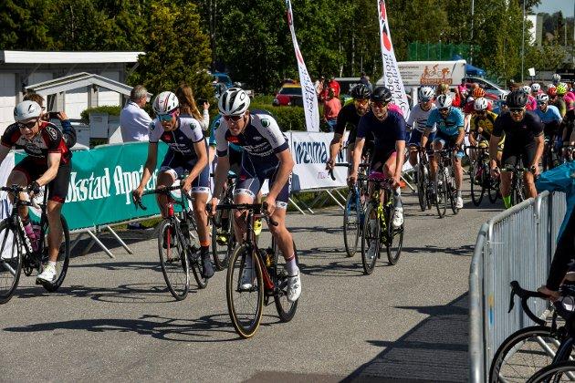 Sandefjord Sykleklubb  arrangerte Sandefjord Tour på 2. Pinsedag. Her fra Turrittet 97 KM.