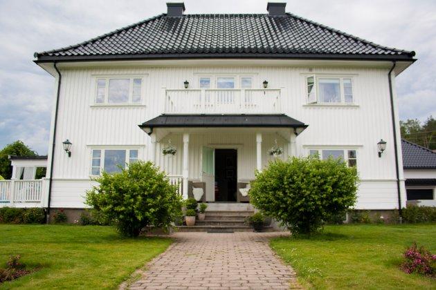 Huset er oppført i 1933 med kun små endringer i etterkant. De forrige eierne gjennomførte en totalrenovasjon av huset før Kaia og Jarla tok over.