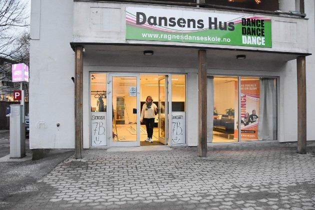 ÅPENT HUS: I Ragnes danseskole jobbes det for fullt. Lørdag 1. februar holder Ragne Bruun og gjengen åpent hus, for å vise fram nye lokaler og dans. Da er alle hjertelig velkommen til Storgata 7B fra klokken 13.00. FOTO: Vibeke Bjerkaas