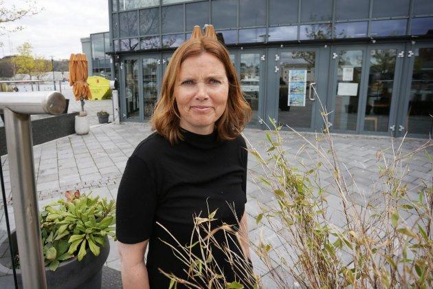 Ingunn Kvernstuen er en aktiv dame. Her utenfor Sandnes Brygge, en bygning hun er eier av.