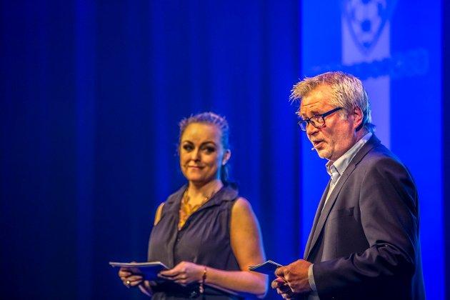 Ann Christin Elverum (t.v.) og Svend René Nygaard loset publikum trygt gjennom kvelden.