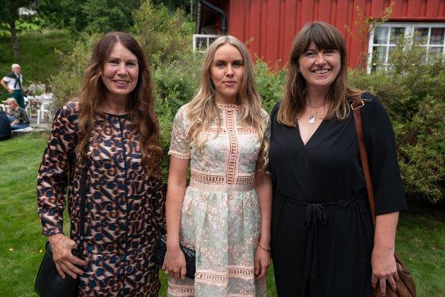 Pushwagner utstilling - Ellen Elisabeth Alstad (ekskona til Pushwagner), Elizabeth Brofos (datter av Pushwagner) og Bonnie Brofos (datter av Pushwagner)