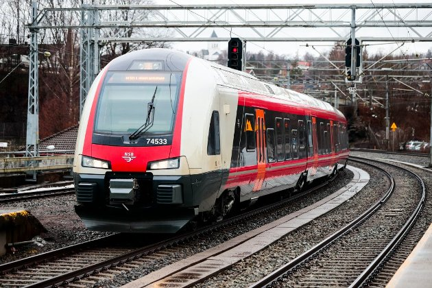«Jernbanen gjennom Østfold skal realiseres og alle skal oppleve et jernbanetilbud som er raskere og bedre enn i dag», skriver Tage Pettersen og Ingjerd Schou, stortingsrepresentanter for Østfold Høyre, i dette innlegget. (Illustrasjonsfoto: Lise Åserud, NTB)