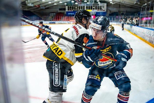 Spartas spiller Christoffer Karlsen og Stavanger spiller Andreas Klavestad i kampen mellom Sparta og Stavanger. Foto: Thomas Andersen