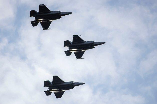 «Det er vår oppgave å trygge Norge og våre innbyggere i en tid preget av økt spenning, uvarslede øvelser i Norges nærområder og stormaktsrivalisering», skriver Ingjerd Schou (H) i dette innlegget. På dette bildet, som er tatt på Rygge militære flyplass i fjor høst, viser Forsvaret frem sine nye F-35 jagerfly. (Foto: Håkon Mosvold Larsen, NTB Scanpix)
