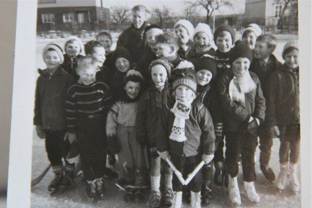 Skøyteglade barn på Alvim på 60-tallet. (Privat)