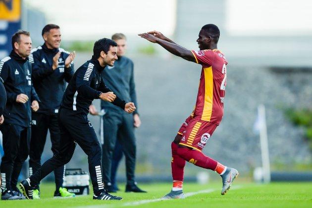 Sarpsborg 08s Ismaila Coulibaly jubler etter 0-1 under eliteseriekampen i fotball mellom Sandefjord og Sarpsborg 08 på Sandefjord Arena.
