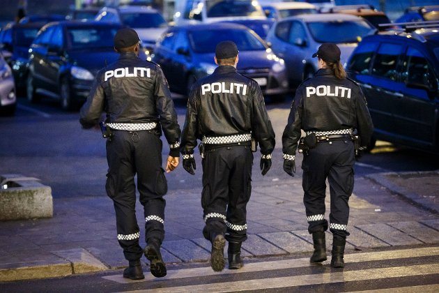Sentralisering av arbeidskompetanse og nedleggelse av lensmannskontorer har ikke ført til mer synlig politifolk, skriver Henriette Holt Gausdal, gruppeleder for Sarpsborg Senterparti, i dette innlegget. (Illustrasjonsfoto: Heiko Junge, NTB)