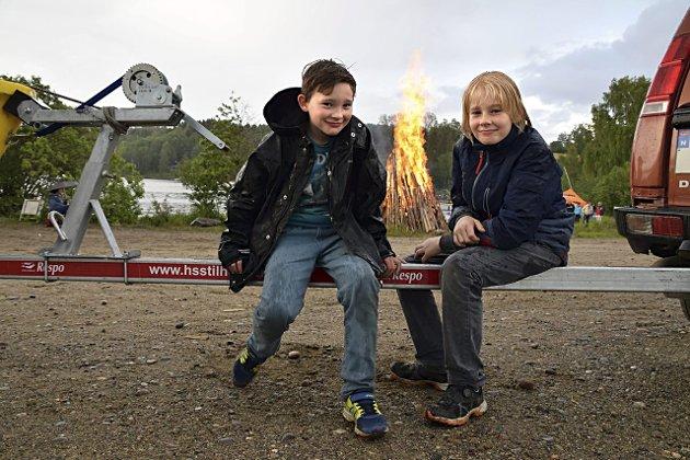 Sankthans på Sandstangen, Trøgstad. Arn-Sebastian Perez Revhaug (9 t.v.) og Nikolai Revhaug Jacobsen (9).