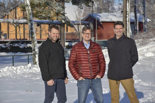 NYTT BYGG: Morten Hødal, Per C. Anfinnsen og Øyvind Bakke i Stiftelsen Parklokalet bygger nytt møtelokale. foto: lise-kari holøs