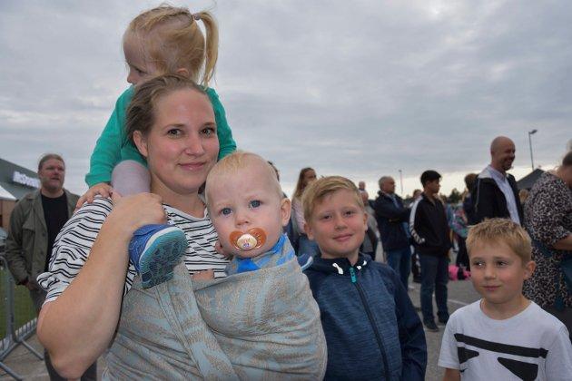 GODE RYTMER: Marianne Holm Johansen fra Trøgstad med barna Kevin (10), Viktor (7), Henrik (8 mnd) og Mathilde (2).