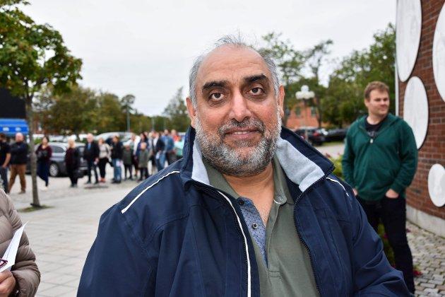 Singh Tejpaul (53) fra Askim. - Alle har plikt til å stemme.