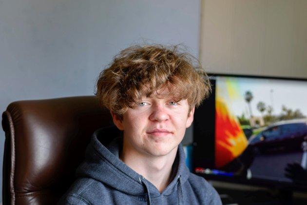LUKAS MARTINSEN (15) FRA TRØGSTAD: – Jeg har spilt og sett på YouTube. Etterpå skal jeg grille med familien.