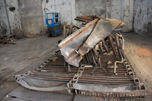 Skrot: Det meste av skrotet er fjernet, men noe ligger igjen. Det er firmaet  Øst-Riv as som gjør jobben.