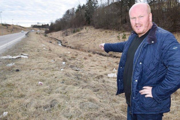 Lasse Jensen reagerer på forsøplingen som skjer i Indre Østfold.