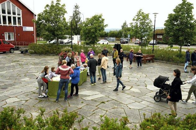 Lokalmat: Bygdekvinnene heier på lokale matprodusenter som utvikler lokal mat på innovative måter, som her under en mini lokalmatfestival på Snåsa i 2020. Ill foto: Lornts Eirik Gifstad