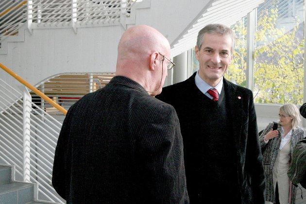 Jonas Gahr Støre. Her under eit besøk i Sogndal.