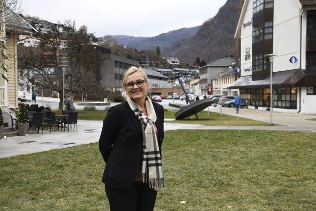 BRANNFAKKEL: RIta Navarsete (Frp) kastar her ein brannfakkel inn i tinghus-debatten i Sogndal.