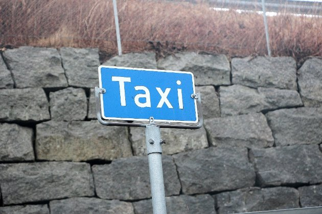 – SVEKKA NÆRING: Leserbrevforfatterne mener at regjeringen har svekka drosjenæringa ved å fjerna løyveordninga.