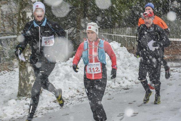 MÅL I SIKTE: Det lavet tettere og tettere ned med snøen utover lørdagen, men de fant mål Sindre Eia Holtung nr 159, Maj Helene P. Myhre nr. 112, så Svenn Myhre og Sivert Johnsen.