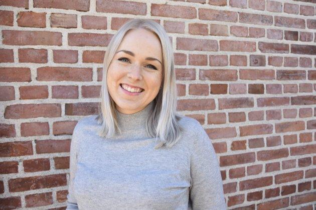 Oppfordrer bedrifter til å støtte: Emma Huisman Moskvil, redaktør og daglig leder i Svelviksposten.