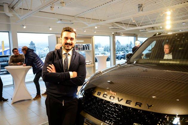 SELGER BRA: Salgssjef Aziz Chaer kan røpe at 80 nye biler er solgt allerede, tre måneder før offisiel lansering.