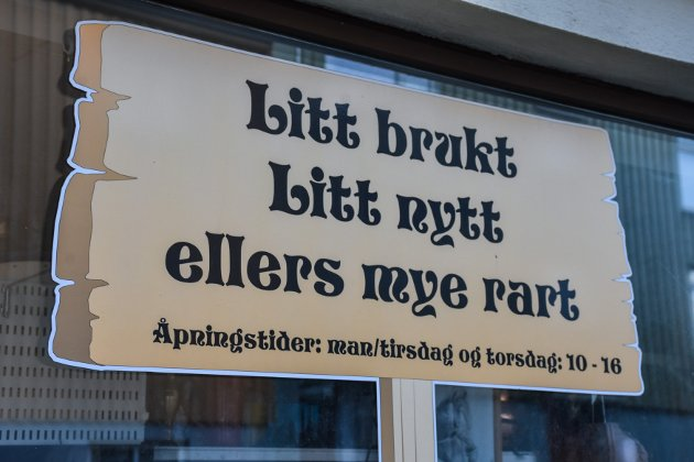 Denne butikken i Marstrands gate var den eneste vi ikke kom oss inn i. Men eieren forsikrer oss om at butikken er åpen så lenge det henger flagg ute.
