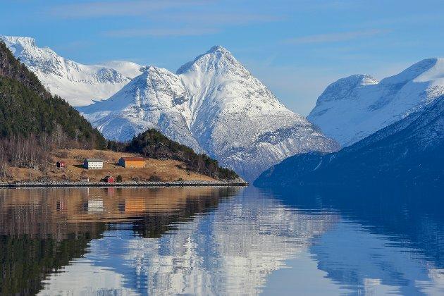 Fra Tingvollfjorden mot Sunndalsfjella.