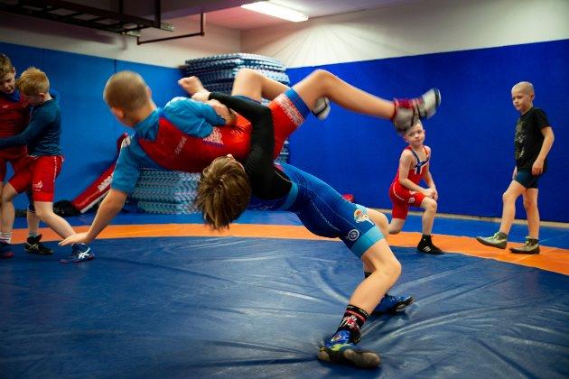 – Er det nokon gong barn, unge, vaksne, ja heile samfunnet har bruk for entusiastiske idrettsleiarar med massevis av kreativitet, ja så er det no, skriv Kåre Sæter. (Foto: Magnus Thorsen Helstad)