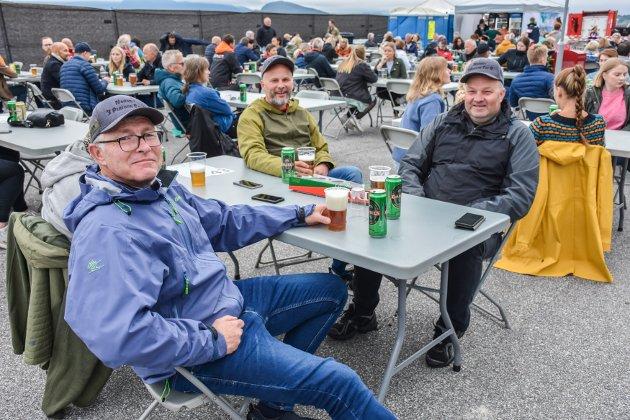 Veteranene Espen Lian (fra venste), Thomas Heggelund og Harald Eriksen sørger for å samles hvert år. I år falt samlingen på Tahitifestivalen.