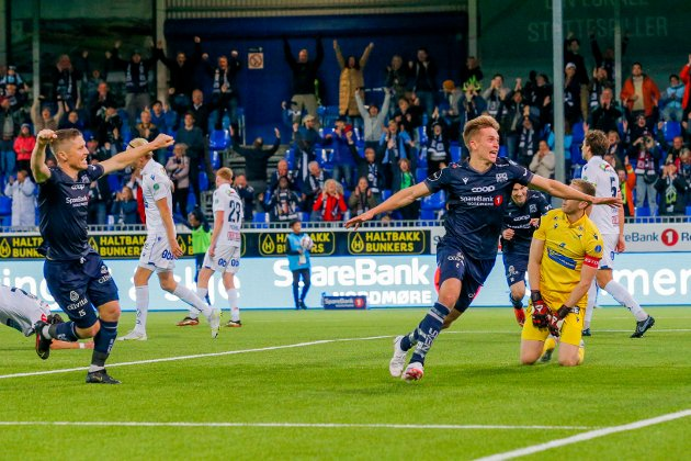 Kristiansund 20210918.  Snorre Strand Nilsen jubler etter å ha satt inn 3–2 for KBK mot Haugesund lørdag kveld. Bodø/Glimt, Molde, KBK og Rosenborg innehar de fire første plassene på eliteserietabellen.