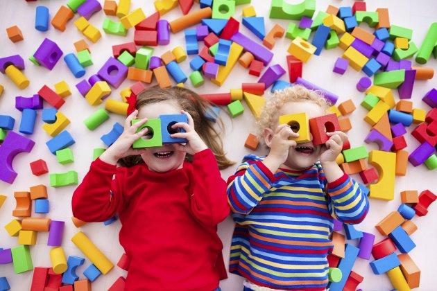 UNDERVISNING: Nå er det ikke lenger leken og barndommen som står i sentrum i barnehagene. Foto: Shutterstock Bildetekst