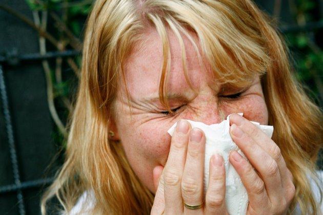 PLAGSOMT: Det er viktig å gjøre en innsats for å redusere de allergiske symptomene helt fra barneårene, mener Martin Handeland.
