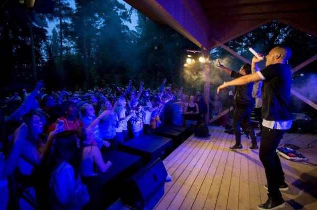 Kultur skal være tilgjengelig for alle mener Arbeiderpartiet og AUF, her fra Erik og Kriss' konsert på AUFs sommerleir i 2016