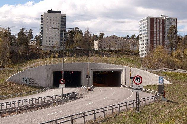 Øst-alternativet har den store fordelen at en nedbetalt firefelts 1,9 km tunnel gjennom Frodeåsen ligger klar til å kobles til et nytt 4 felts veianlegg, skriver Trygve Sørensen.